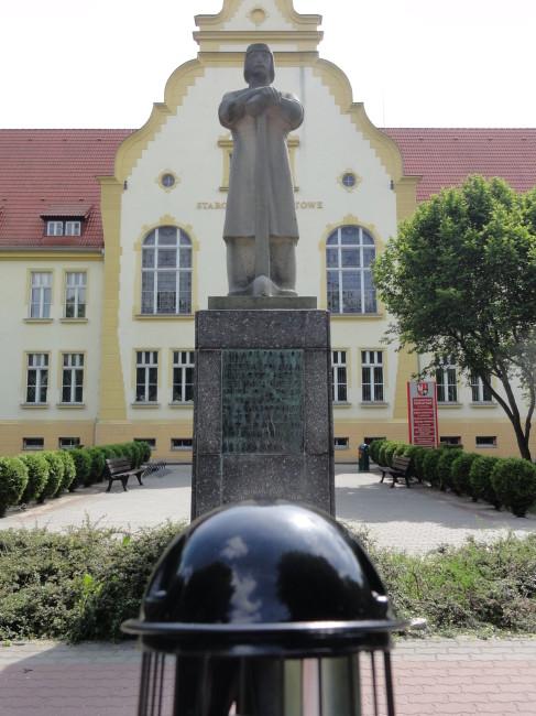 Gdzie znajduje się jedyny pomnik Piasta w Polsce?